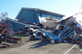 P1_熊本地震-活断層直上の激震被害.jpg